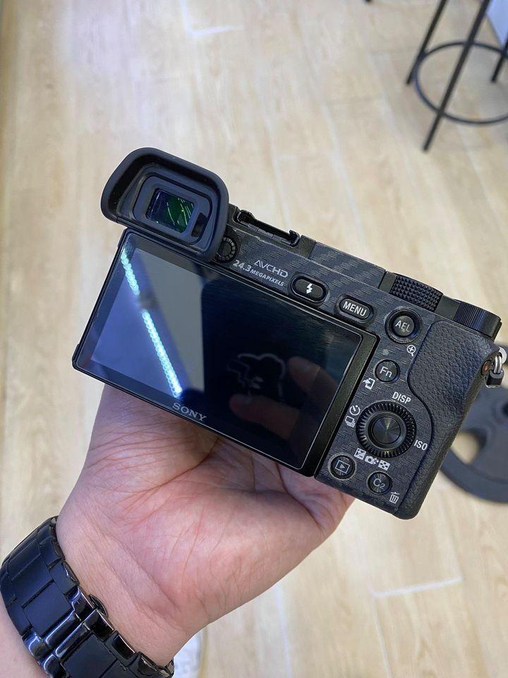 Thanh lý bộ Sony A6000 kèm lens CZ 16-70mm F4 xịn xò ạ