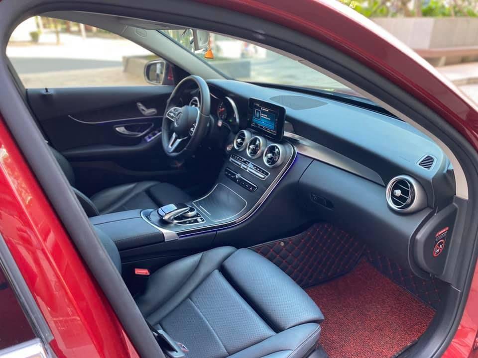 Mercedes C200 Facelift dkld 8/2019 đỏ nội thất đen odo siêu lướt